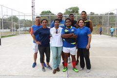 Integrantes del equipo de Deportes campeón de la Liga Mixta de Voleibol de la UTP.