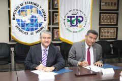 Acto de firma enre el Ministro De La Guardia y el Rector. Se ven los estandartes de ambas instituciones.