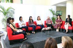 Conversatorio con profesionales de la UTP, narraron anécdotas y compartieron vivencias.