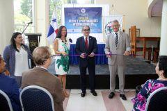 Corte de cinta de la Feria de Becas por el Embajador de Alemania en Panamá y el Rector de la UTP.