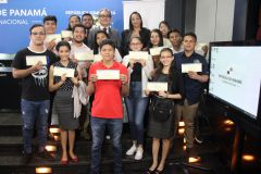 Gobierno Nacional entrega becas para estudios de Inglés