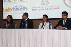 Autoridades de la FIM y organizadores del Congreso, en la mesa principal.