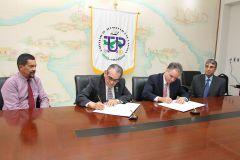 Firma de Convenio entre la UTP y Azucarera la Estrella S.A.