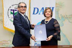 UTP firma convenio con Advice Panamá.