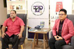 """Dionisio Guerra y Héctor Collado, durante la presentación del libro """"cuentos Pixelados""""."""