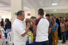Miembros de la comunidad universitaria fueron vacunados contra la influenza.