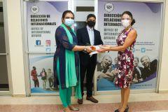 """Donación de 51 libros del Programa: """"Bharat Ek Parichay""""."""