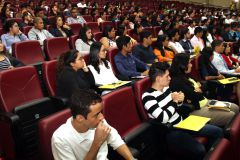 Estudiantes de IV año de la Carrera de Ingeniería Industrial, Ingeniería Mecánica Industrial, Licenciatura en Gestión y Producción Industrial y Licenciatura en Comunicación Ejecutiva Bilingüe.
