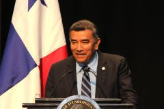 El Rector, Dr. Oscar Ramírez, durante la presentación de su Informe de Gestión.