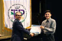 Es un reconocimiento especial al esfuerzo y dedicación en sus estudios secundarios.