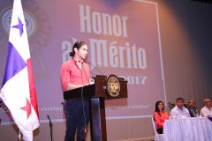 El estudiante José Perurena dio las palabras en representación de los estudiantes.