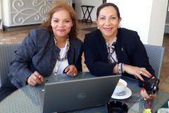 La Dra. Maytée Zambrano junto a la Embajadora de Panamá en Haití, Xiomara Pérez.