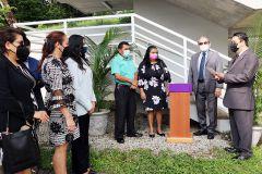 Develan Placa a Puente Peatonal con el nombre de la Estudiante Rosaida Lorenzo