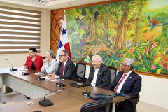 Directora del CINDA en reunión con autoridades y Directivos de la Universidad Tecnológica de Panamá.