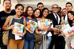 Decenas de estudiantes de Maestría y Pregrado recibieron Cuadernos Agenda en la UTP.