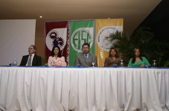 Autoridades y Conferencistas presentes en la Inauguración de las Conferencias.