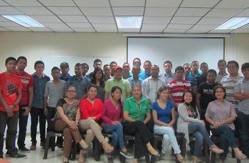 Estudiantes, Docentes e Investigadores participantes del Simposio.