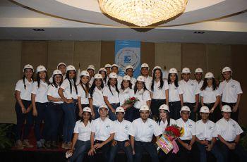 Imposición de Cascos a Estudiantes de la Facultad de Ingeniería Eléctrica
