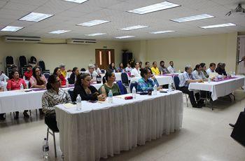 Administrativos y docentes participaron del Seminario Taller sobre Liderazgo Institucional.