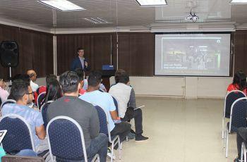 Doctor Luis Contini con la Conferencia: Transformación Digital en las Empresas; representando a la Ciudad del Saber.