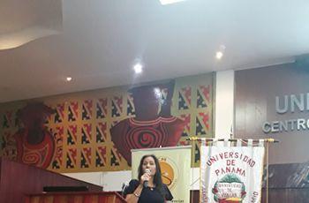 Doctora Luiyiana Pérez expone en el IV Simposio Ciencias en Provincias Centrales.