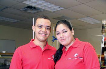 Olmedo Hernández y Pilar Moreno ambos de la Facultad de Ciencia y Tecnología.