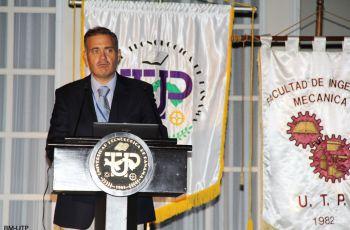 Pérez –Pire Angulo, durante su conferencia.