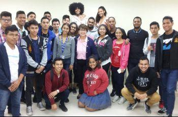 Profesora Elsy Lezcano de Fuentes y estudiantes participantes.