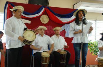 Viernes de Tamborito, el cual estuvo organizado por las colaboradoras de la UTP.