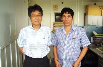 El Dr. Reinhardt Pinzón junto al Dr. Hidetaka Sasaki.