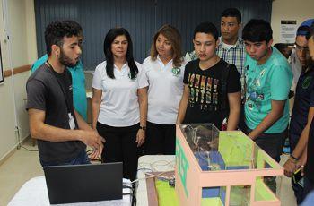 FISC - Azuero presentan Casa Domótica construida con Arduino.
