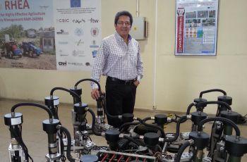 El tema que expuso el Dr. Héctor Montes Franceschi, fue Robot Hexápodo.