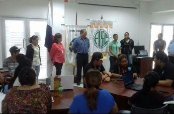 Dr. Nicolas Samaniego y la  Ing. Omaris Vergara inauguran taller de robótica.