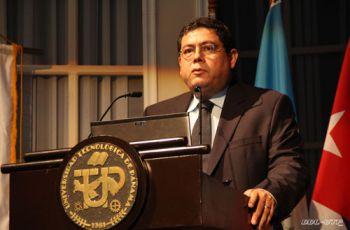 Dr. José Fábrega, durante su participación como expositor.