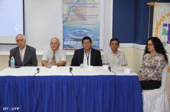 La mesa principal estuvo integrada por expertos en el tema del agua.
