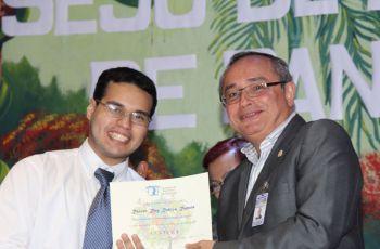 Rainer Robles, de la FISC recibió reconocimiento en la categoría Cultura.