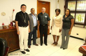 UTP Colón reunido con representante de la Iglesia Católica en Colón.