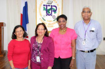Autoridades de UTP Colón junto a la Dra. Rebeca Bierberach.