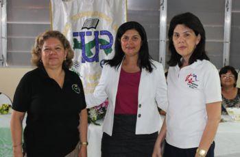 Centro Regional de Azuero realiza homenaje a Secretarias.