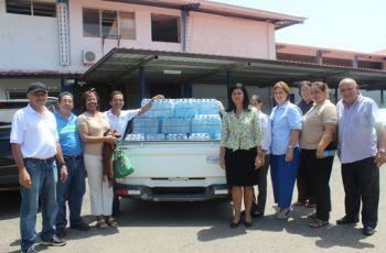 La Asociación de Empleados de la UTP entrega donación.