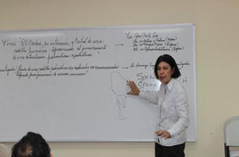 Licda. Ana Elida Conte Liao, expositora de la conferencia.