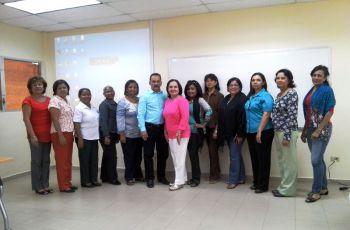 Trabajadoras Sociales y directivos de la UTP participaron en la jornada.
