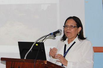 Doctora Rebeca Bieberach, en su presentación, en el Centro Regional de Azuero.