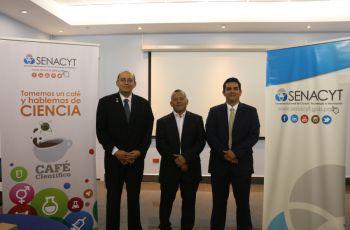 El Mgtr. Erick Vallester, el Dr. Cecilio Hernández y el Dr. Euclides Deago.
