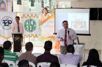 Los Licenciados Jaime Scarpatti y Ronnie Rodríguez, compartieron con los estudiantes medidas de seguridad.