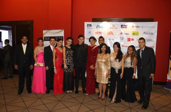 Estudiantes organizadores del Congreso, junto a autoridades de la FII.