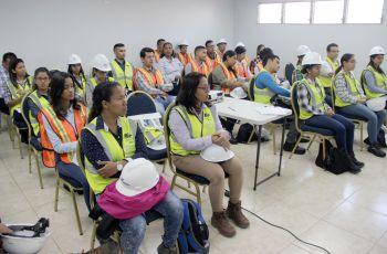 Participantes de la Cátedra CEMEX junto a la Vicerrectora Académica de la UTP.