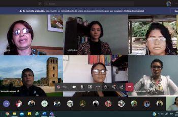 Estudiantes y profesores que participaron en el Panel.