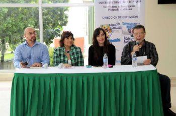 Escritores panameños participan en conversatorio con estudiantes en la UTP.