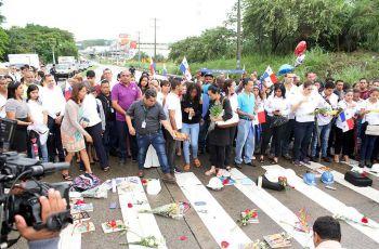 Miembros de los diferentes estamentos que conforman la UTP, participaron en la manifestación.